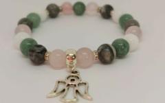 Kép 2/2 - Jáde, jáspis, rózsakvarc, tejkvarc női ásvány karkötő angyal medállal - 2