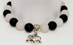 Kép 1/2 - Ónix, rózsakvarc női ásvány karkötő elefánt medállal